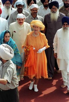 The Queen, Without Shoes, Visiting The Golden Temple Of Amritsar In The Punjab, India Get premium, high resolution news photos at Getty Images Elizabeth First, Princess Elizabeth, Queen Elizabeth Ii, God Save The Queen, Hm The Queen, Royal Uk, Elisabeth, Queen Of England, Queen Mother
