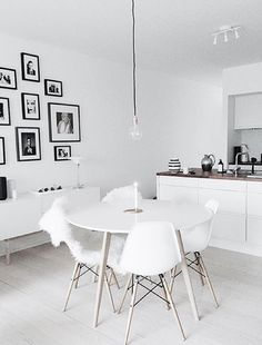 If you want to add a special touch to your Scandinavian dining room lighting design, you have to read this article that is filled with unique tips. Minimalist Apartment, Dining Room Inspiration, Interior Inspiration, Dining Room Lighting, Small Dining, Dining Room Design, Dining Rooms, Interiores Design, Living Room Decor