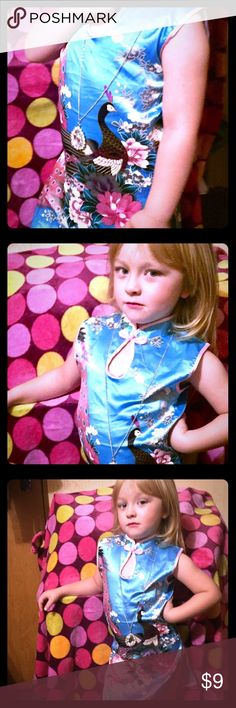Toddler4 beautiful Asian dress,blue with pink trim Beautiful satin feel Asian dress for toddler girl size 4 with pink trim and a peacock design on it has a closure under the neck for colored look and a zip up under arm, great condition no rips or stains, 🚬🐱🏡make offers💖 asia Dresses