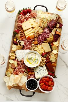 Charcuterie Recipes, Charcuterie And Cheese Board, Charcuterie Platter, Antipasto Platter, Party Food Platters, Cheese Platters, Tapas, Spicy Nuts, Meat Trays