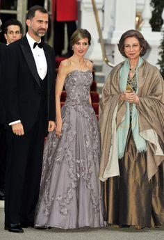 Prince Felipe of Asturias and Queen Letizia of Spain Photos Photos - (L to R) Prince Felipe of Asturias, Princess Letizia of Asturias and Queen Sofia of Spain attend a gala pre-wedding dinner held at the Mandarin Oriental Hyde Park on April 28, 2011 in London, England. - Royal Wedding - Pre-Wedding Dinner