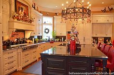Christmas kitchen | Kitchen Decorated for Christmas with Peppermint Candy, Gingerbread and ...