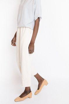 wide leg cream pants by hackwith design house curated by ajaedmond.com | capsule wardrobe | minimal chic | minimalist style | minimalist fashion | minimalist wardrobe | back to basics fashion