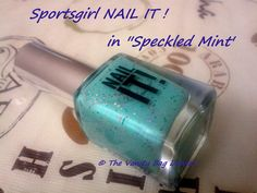 Lo and Behold, my crazy obsession for polishes continues, to the extent that the husband has also noticed ;) . Thanks to my obsession, we are nailing it today, with Sportsgirl Nail It in 'Speckled Mint'. I believe this is a new release by Sportsgirl, they also have the twin sister of this in lilac c