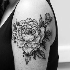 #tattoo #tatts  #graphic #linework #gravure  #blackwork  #blacktattoo  #хоумтату #ink #tattooflower #flowers #peony