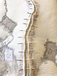 Eva Camacho - brillant, mit Nähten und Federn gefühlt - textil - Art World Fiber Art Quilts, Textile Fiber Art, Textile Artists, Sculpture Textile, Soft Sculpture, Design Textile, Creative Textiles, Textiles Techniques, Wool Art
