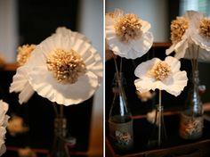 Mariages Rétro: Fabriquer des fleurs en caissettes de papier