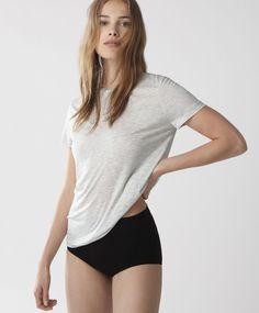 T-shirt viscose - Hauts - Tendances printemps été 2017 en mode femme chez OYSHO online : lingerie, vêtements de sport, pyjamas, bain, maillots de bain, bodies, robe de chambre, accessoires et chaussures.
