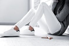 Grey sweater, white jeans & white trainers | @styleminimalism