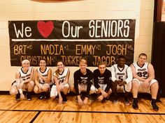 67 Ideas for basket ball decorations high school High School Life, High School Seniors, Basketball Posters, Girls Basketball, Basketball Hoop, Basketball Crafts, Basketball Cookies, Gym Banner, Senior Night Gifts
