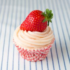 Tengo una debilidad (absurda de todo punto) por las fresas.         Desde que era pequeñita.          Fresa que veo, fresa que engullo.  ...