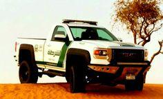 Polícia de Dubai utiliza carrões superesportivos de deixar qualquer corporação policial do planeta de queixo caído. Confira!  #carros #esportivos #superesportivos #brinquedosdehomem #Dubai #emiradosarabes #policia #police #policemen