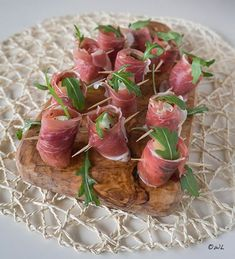 Borrelhapje van mozzarella en ham