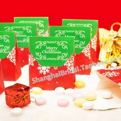 Red Snowflake Favor Box/Candy Bag BETER-TH033 Christmas Limited Edition     #weddingfavorboxes #candyboxes  http://detail.1688.com/offer/538947849240.html