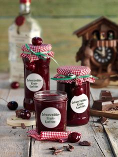 Schwarzwälder-Kirsch-Konfitüre The taste of the popular cake classic now as a delicious breakfast! Chutneys, Healthy Eating Tips, Healthy Nutrition, Cupcake, Sauce Barbecue, Jam And Jelly, Tasty, Yummy Food, Vegetable Drinks