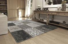 Vintage vloerkleed van Louis de Poortere, een uniek design met prachtige patronen. Uitzonderlijke vloerkleden met een elegante atmosfeer