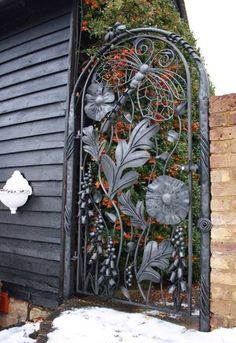 Your backyard will lose its prominence without a garden gate. Try these 39 gorgeous garden gate ideas below and make your own one. You will find these garden gates are not limited to creativity. Garden Gates And Fencing, Garden Doors, Tor Design, Fence Design, Door Gate, Fence Gate, Gates Driveway, Backyard Gates, Gabion Fence