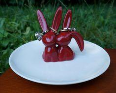 Animal ring holder Kissing bunnies ring holder by FramezCraze
