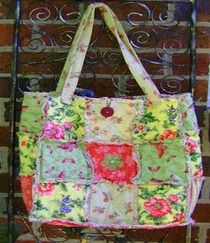 Reversible Rag Quilt Tote Bag pattern and tutorial. Will be a great way to use up some small pieces I can't seem to throw away......