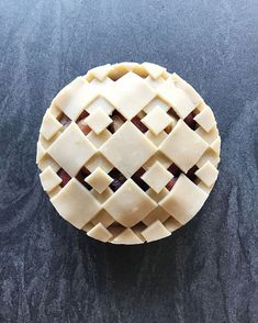 PIE ART Checkers peach pie -patterned crust in layered and cut-out diamond tiles. Beautiful Pie Crusts, Pie Crust Designs, Pie Decoration, Pies Art, Kinds Of Pie, Pie Tops, Gateaux Cake, Pie Crust Recipes, Sweet Pie