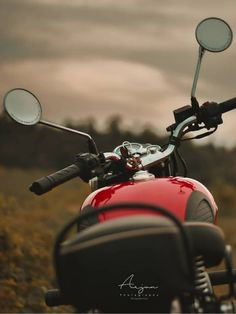 Royal Enfield Hd Wallpapers, Royal Enfield Classic 350cc, Ford Mustang Wallpaper, Bullet Bike Royal Enfield, Enfield Bike, Bike Photoshoot, Black Phone Wallpaper, Studio Background Images, Bike Photography