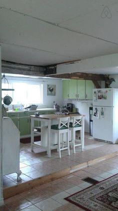 Fully stocked kitchen with eating bar and dining table that seats 6. - Get $25 credit with Airbnb if you sign up with this link http://www.airbnb.com/c/groberts22