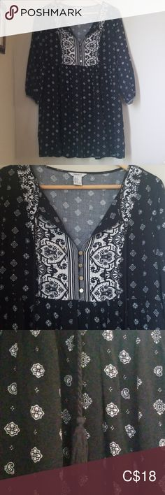 Comes with cute tassels Very cute and looks good with a pair of leggings Forever 21 Tops Tunics Plus Fashion, Fashion Tips, Fashion Trends, Paisley Print, Tunics, Tassels, Forever 21, Tunic Tops, Leggings