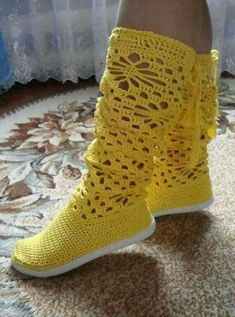 This Pin was discovered by Mih Crochet Boots Pattern, Crochet Slipper Boots, Crochet Pants, Crochet Sandals, Knit Shoes, Shoe Pattern, Crochet Slippers, Cute Crochet, Crochet Clothes