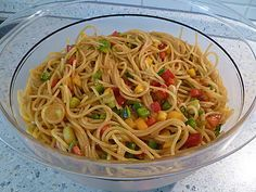 Spaghetti-Curry-Salat Spaghetti curry salad, a good recipe from the party category. Salad Menu, Salad Dishes, Pork Recipes, Pasta Recipes, Salad Recipes, Drink Recipes, Cottage Cheese Salad, Crab Stuffed Avocado, Seafood Salad