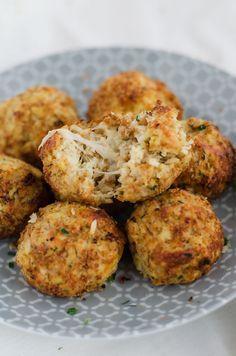 köstliche Blumenkohl-Mozzarella-Bällchen. Im Ofen gebacken, vegetarisch und kalorienarm - http://einepriselecker.de/blumenkohl-mozzarella-baellchen/#.VrkDxVLpx_d