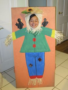 scarecrow photo stand w childs face cut out easy to make - Face In Hole Halloween