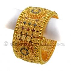 Exquisite designs of Gold Karas, kadas, Bracalets for women 22 karat Purity Gold Bangles Design, Gold Earrings Designs, Necklace Designs, Jewelry Design, India Jewelry, Gold Jewelry, Gold Necklace, Jewellery, Indian Weddings