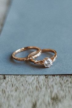 21 Rose Gold Solitaire Ring Ideas For Tender Girls ❤️ rose gold solitaire ring wedding set vintage diamond ❤️ More on the blog: https://ohsoperfectproposal.com/rose-gold-solitaire-ring/