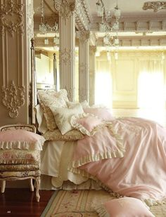 Boudoir: Elegant #bedroom.