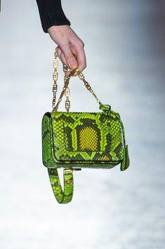 Versace at Milan Fashion Week Fall 2018 - Details Runway Photos Chloe Handbags, Fall Handbags, Hermes Handbags, Fashion Handbags, Purses And Handbags, Fashion Bags, Fashion Accessories, Fashion Outfits, Versace