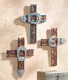 Cute idea to do with old western belts :)