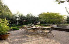 Alfresco Living - contemporary - patio - seattle - Scot Eckley Inc. patio table right on gravel. New plan for patio expansion - pea gravel! Gravel Landscaping, Flagstone Patio, Concrete Patio, Paving Diy, Pebble Patio, Porches, Diy Patio, Backyard Patio, Screened Patio