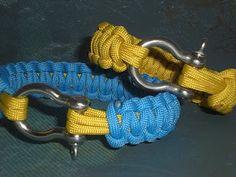 Paracord Survival Bracelets yup I like that clasp Camping Survival, Survival Stuff, Survival Straps, Survival Bracelets, Paracord Projects, Linen Napkins, Christmas Colors, Fashion Details, Artsy Fartsy