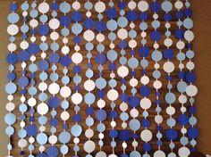 Painel de cortina de círculos para decorar sua festa! Dá um efeito lindo, inclusive nas fotos do seu evento! O valor é referente a uma fita com 2 metros de altura. Você pode colocar as fitas mais próximas umas das outras ou mais afastadas, de acordo com o efeito desejado. Para fixar cada fi...