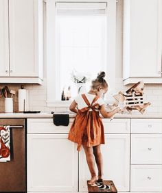 cute overall dress for girls. summer outfit ideas for little kids. Little Girl Fashion, Toddler Fashion, Child Fashion, Cute Babies, Baby Kids, Toddler Girl, Kids Fashion Photography, Foto Baby, Kid Styles