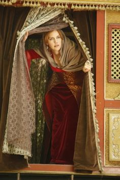 The Magnificent Century - Hürrem Sultan - I absolutely loved loved this TV series - it was fantastic xxx Charles Quint, Meryem Uzerli, Kosem Sultan, Turkish Beauty, Actrices Hollywood, Theatre Costumes, Ottoman Empire, Celebs, Celebrities