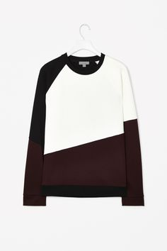 Made from comfortable cotton-mix jersey, this casual sweatshirt has block colour angular panels at the front, sleeves and hem. A relaxed fit, it has raglan sleeves and sporty ribbed edges.