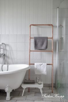 Fröken Knopp: white bathroom