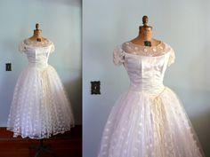 vintage 1950s Dress  // Wedding Gown // Lace Full Skirt // Princess Cut