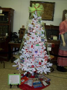 A Day of Wonders: Christmas story book christmas tree with activities what a fab idea!!
