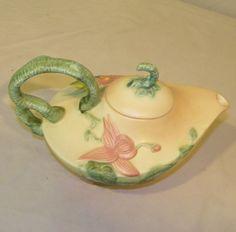 Hull Pottery Woodland Teapot