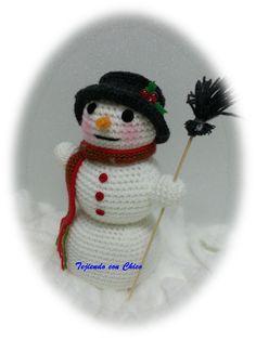 The Snowman - Free Amigurumi Pattern - Scroll Down Below Spanish Pattern here: http://tejiendoconchico.blogspot.com.es/2014/12/muneco-de-nieve.html