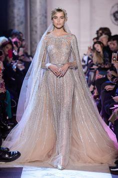 Elie Saab Ä°lkbahar-Yaz 2018 - Haute couture Elie Saab Haute Couture, Haute Couture Fashion, Couture Dresses, Bridal Dresses, Elie Saab Bridal, Zuhair Murad Bridal, Elie Saab Printemps, Collection Couture, Style Couture