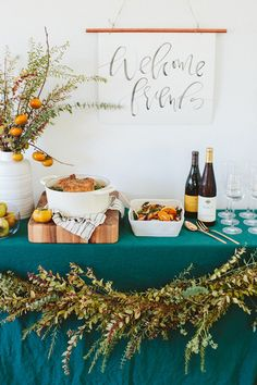 18 Unexpected Color Palettes for Your Friendsgiving or Thanksgiving Table Brit + Co Thanksgiving Parties, Thanksgiving Table, Thanksgiving Decorations, Holiday Parties, Table Decorations, Thanksgiving Recipes, Dinner Parties, Centerpiece Ideas, Mason Jars