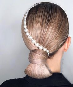 Power Ponies: 11 Perfect Ponytails by Moscow Stylist Viola Pyak - Style - Modern Salon Hair Inspo, Hair Inspiration, Curly Hair Styles, Natural Hair Styles, Ponytail Styles, Perfect Ponytail, Hair Chains, Pearl Hair, Hair Art